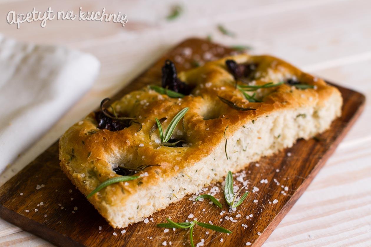 Włoski Chlebek Focaccia Z Oliwkami I Suszonymi Pomidorami
